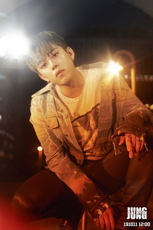 Daehyun teaser imagens for single 'Aight'