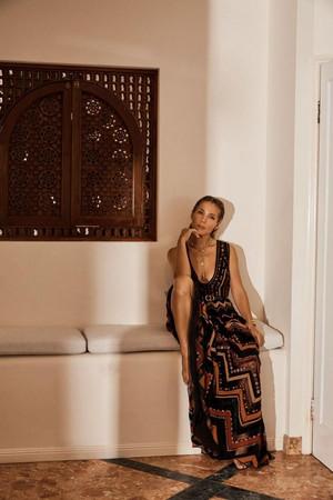 Elsa Pataky - Harper's Bazaar Australia Photoshoot - 2019