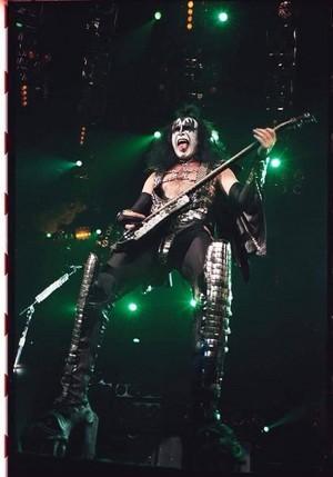 Gene ~Chicago, Illinois...October 21, 1996 (Alive/Worldwide Tour)