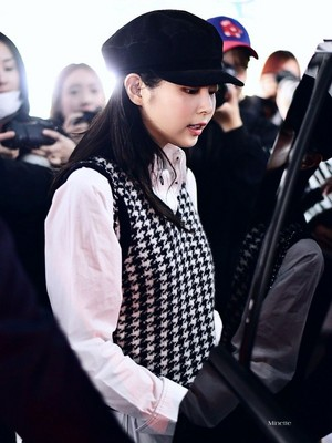 Jennie at Incheon Intl. Airport Back from Paris