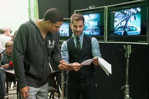 Justice League (2017) Behind the Scenes - raio, ray Fisher and Zack Snyder