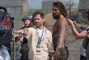 Justice League (2017) Behind the Scenes - Zack Snyder and Jason Momoa