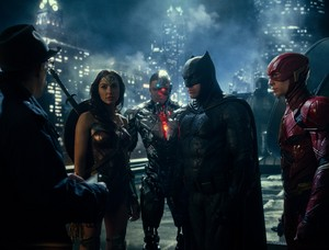 Justice League (2017) Still - Gordon, Wonder Woman, Cyborg, Бэтмен and The Flash