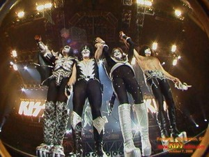 Kiss ~East Rutherford, New Jersey...October 7, 2000 (The Farewell Tour)