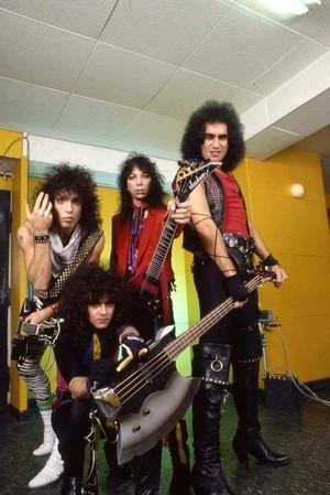 Ciuman ~Essen, West Germany...November 11, 1983 (Lick it Up Tour)