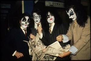 Kiss (NYC ) October 26, 1974 (Dressed to Kill photo shoot)