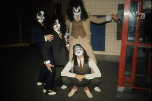 KISS (NYC ) October 26, 1974 (Dressed to Kill foto shoot)