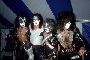 চুম্বন ~Valencia, California...May 19, 1978 (Phantom Press Conference - Magic Mountain Amusement Park)