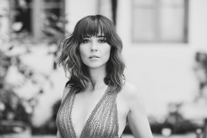 Linda Cardellini - LA Confidential Photoshoot - 2019