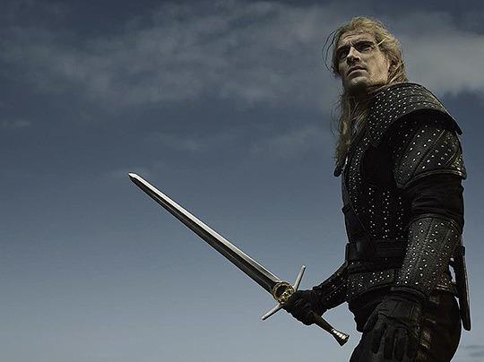 New still of Henry Cavill as Geralt (2019)