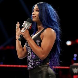 Raw 8/26/19 ~ Sasha Banks opens