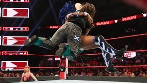 Raw 9/23/19 ~ Nikki cruzar, cruz vs Sasha Banks