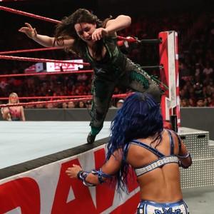 Raw 9/23/19 ~ Nikki menyeberang, salib vs Sasha Banks