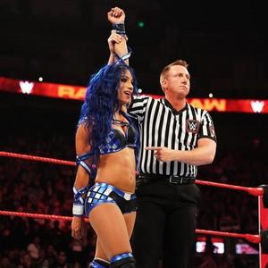 Raw 9/23/19 ~ Nikki पार करना, क्रॉस vs Sasha Banks