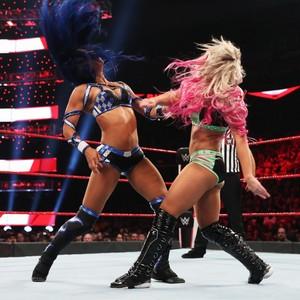 Raw 9/30/19 ~ Sasha Banks vs Alexa Bliss