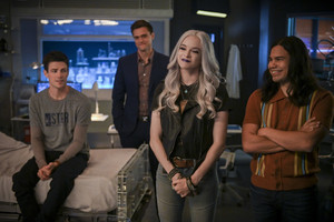 "The Flash 6.02 ""A Flash of the Lightning"" Promotional 图片 ⚡️"