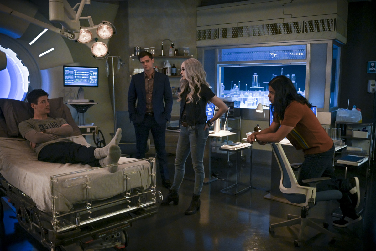 "The Flash 6.02 ""A Flash of the Lightning"" Promotional Images ⚡️"