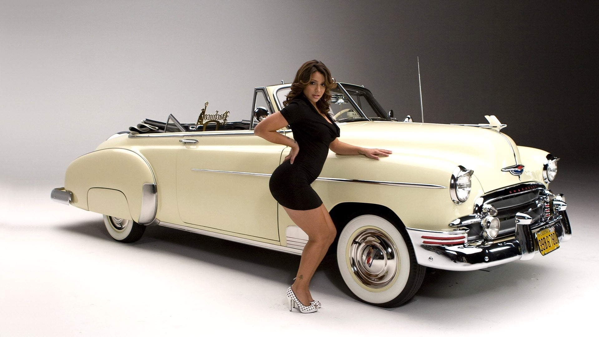VIDA WITH OLDEST CARS
