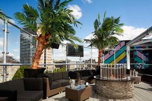 golden bee rooftop bar in 런던