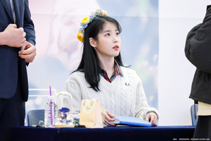 191128 IU(アイユー) at 'Love, Poem' Album Fansign Event