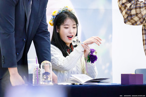 191128 IU at 'Love, Poem' Album Fansign Event