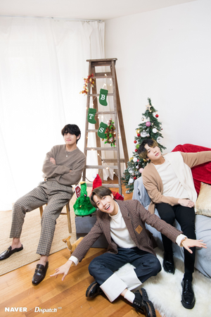 BTS pasko photoshoot sa pamamagitan ng Naver x Dispatch