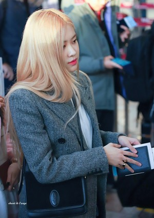 Blackpink at Gimpo Airport heading to Japan 191203