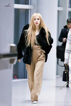 Blackpink at Haneda airport Hapon heading to Korea