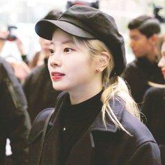 Dahyun at the airport