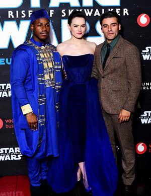 ফ্ুলপাছ Ridley, Oscar Isaac, and John Boyega - তারকা Wars: The Rise of Skywalker European Premiere