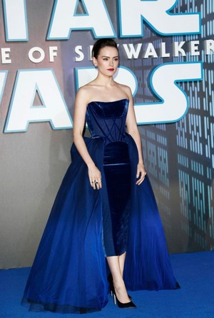 bunga aster, daisy Ridley - bintang Wars: The Rise of Skywalker European Premiere -December 18, 2019