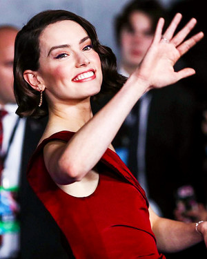 giống cúc, daisy Ridley - premiere of ngôi sao Wars: The Rise Of Skywalker - December 16, 2019