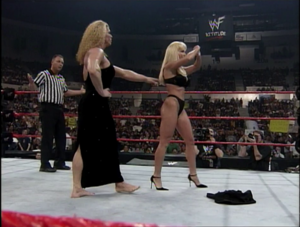 Debra gets grabbed سے طرف کی Nicole