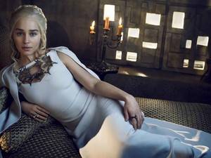EMILIA CLARKE GAME OF takhta