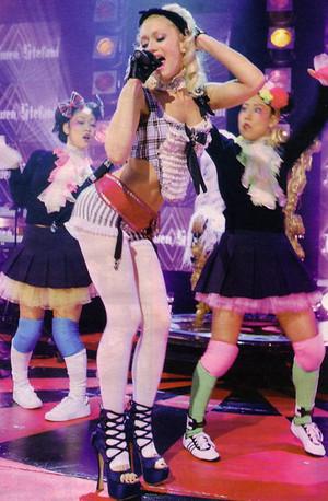 Gwen performing