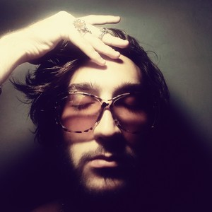 Hilson/Xlson137 wearing retro glasses