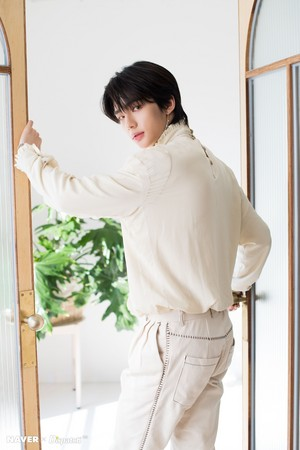 Hyunjin - Clé: Levanter Promotion Photoshoot 의해 Naver x Dispatch