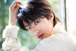 Hyunjin - Clé: Levanter Promotion Photoshoot sejak Naver x Dispatch
