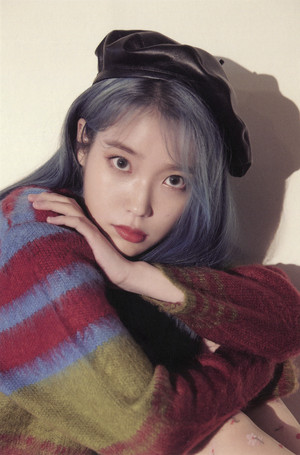 IU 2020 시즌 그리팅/Season's Greetings - POSTCARD CALENDAR