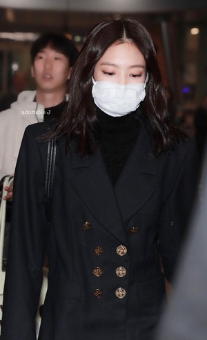 Jennie at ICN airport back from Beijing