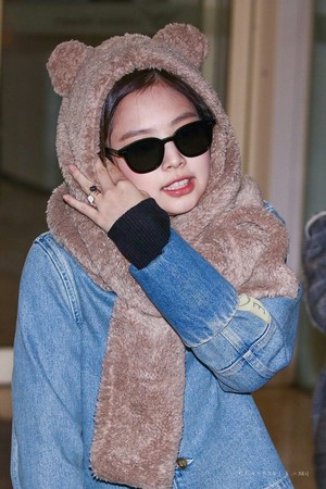 Jennie at ICN airport heading to Beijing for Gentle Monster