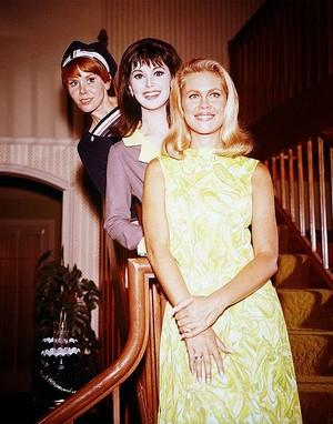 Judy Carne -- Marlo Thomas-- Elizabeth