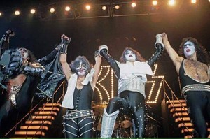吻乐队(Kiss) (NYC) December 15, 1977 (Alive II Tour - Madison Square Garden)