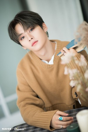 Lee Know - Clé: Levanter Promotion Photoshoot oleh Naver x Dispatch