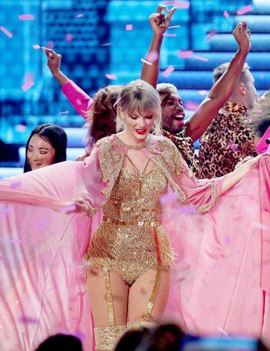 Taylor Swift -American Music Awards at Microsoft Theater (November 24, 2019) Los Angeles, California