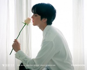 Younghoon teaser afbeeldingen for special single 'White'