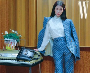 아이유(IU) 아이유 IU for W Korea Lucky Spring voorbeeld