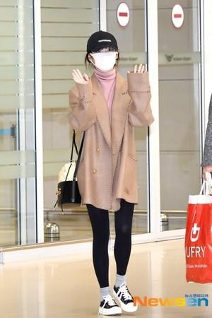 20200222 IU returning to Korea from Italy