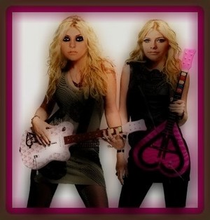 Avril Lavigne and Taylor Momsen