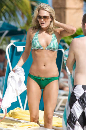 Carrie Underwood bikini